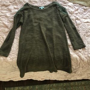 Long green top with shoulders exposed